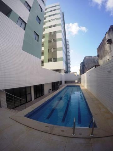 Apartamento em ótima localização com 02 quartos no Farol - Ref.: B1512