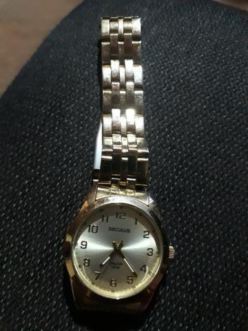 f370178bf75 Vende-se Relógio em Ótimo estado - Bijouterias
