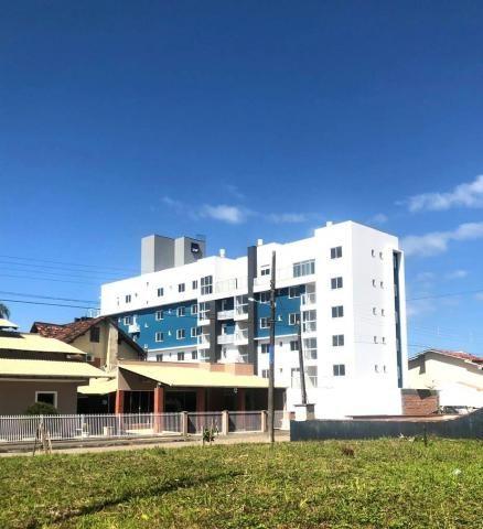 Apartamento em itaguaçu-sfs | 200 mts da praia | 01 suíte + 02 dormitórios