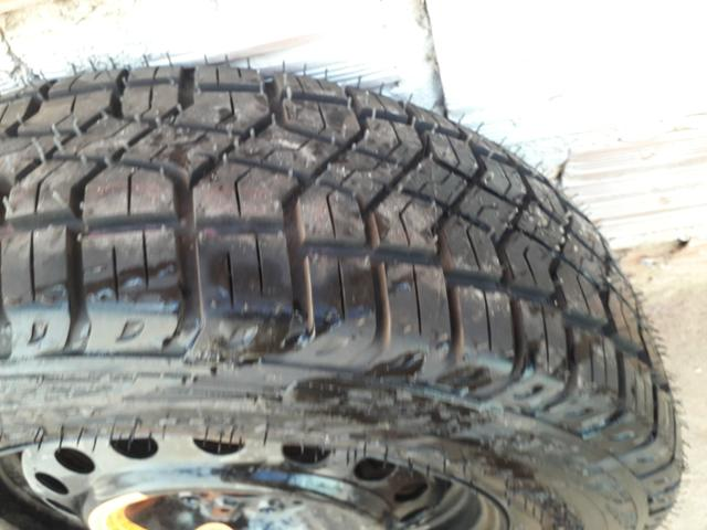 Vendo pneu de estrada - Foto 4