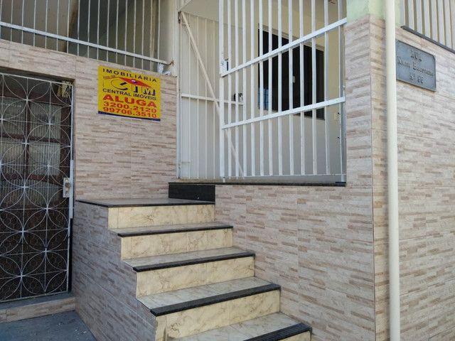 Alugo Apto Térreo 03quartos com Garagem em Campo Grande