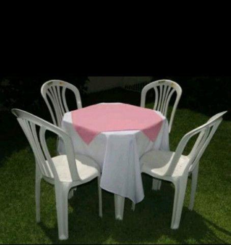 Aluguel de mesas com cadeiras e toalhas com cobre manchas - Foto 3