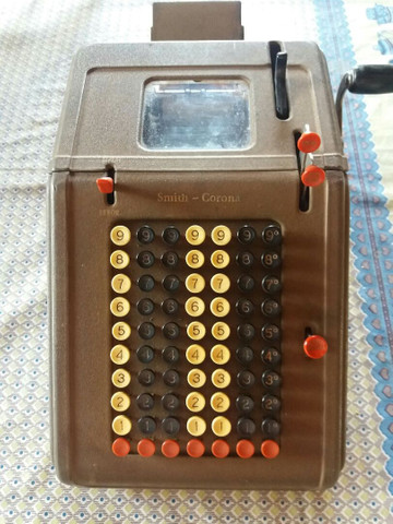 Máquina de somar antiga.