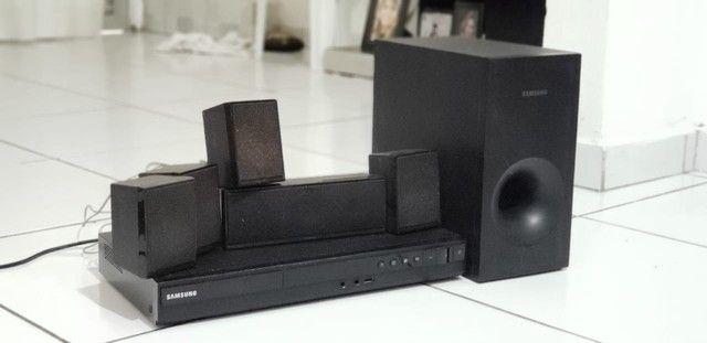 Home Theater Samsung com DVD Player, Karaokê, Entrada USB e Cabo HDMI