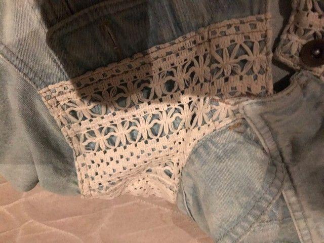 Jaqueta jeans com bordado  - Foto 3