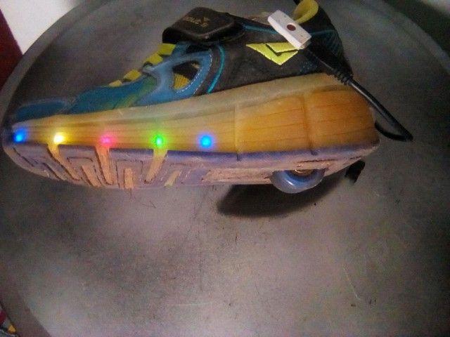 Vendo Tênis poucas vezes usado com rodinhas
