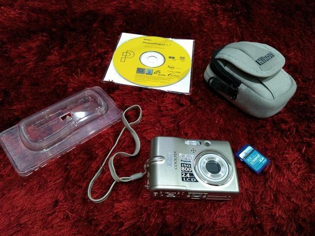 Máquina Nikon ISO 800 2.4 LCD