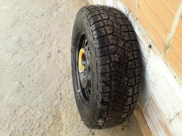 Vendo pneu de estrada