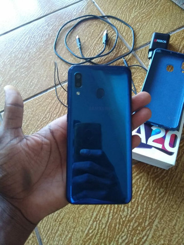 Vendo Ou Troco Samsung A20  - Foto 3