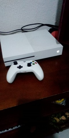 Xobx One S + 2 Controles+ jogos....1700,00