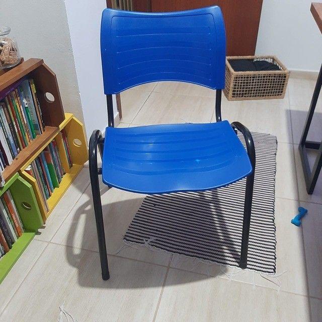 Cadeira  Plástica Empilhada - 2 unidades - Foto 2