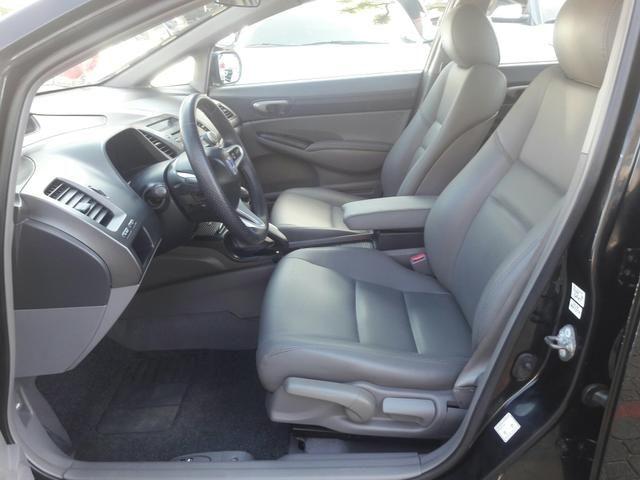 Honda Civic LXS 1.8 2010 Volante Multifuncional, Bancos Couro, Pneus Novos - Foto 8