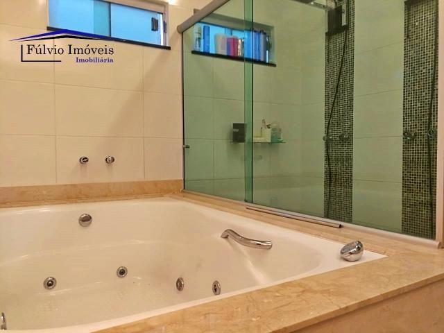 Maravilhosa casa moderna, completa em armários, ar condicionado, 05 quartos, 04 com suítes - Foto 9