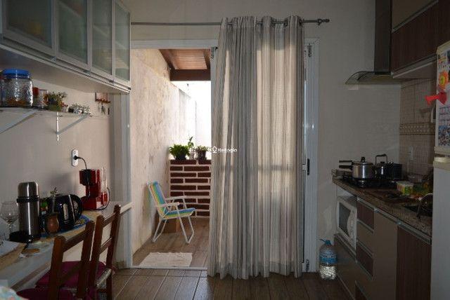 Casa 2 dormitórios, em condomínio fechado, playground, quadras de esportes - Foto 3