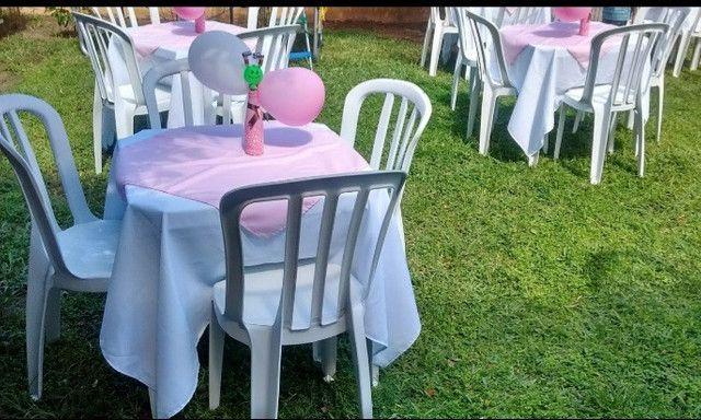 Aluguel de mesas com cadeiras e toalhas com cobre manchas - Foto 5