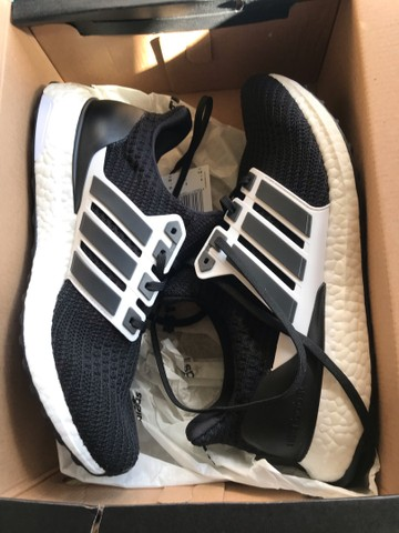 Tênis Adidas Ultraboost Black and White - Tam. 40