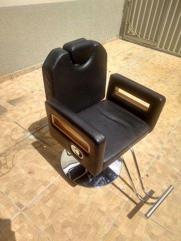 Cadeira de barbeiro reclinável e Bancada com luminária - Foto 2