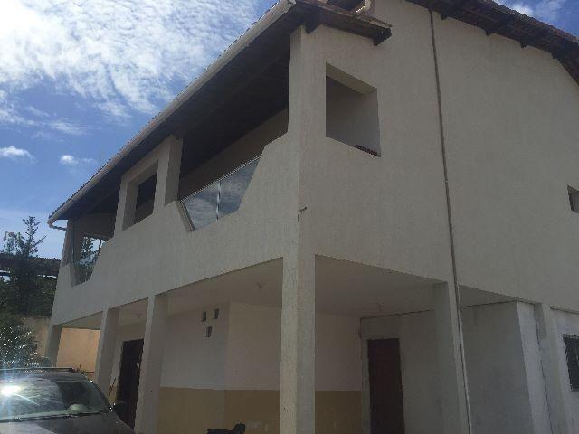 Casa com dois apartamentos