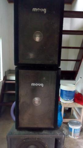 Vendo som completo com caixa de grave e médios, crossover, potência, mesa de som e rack