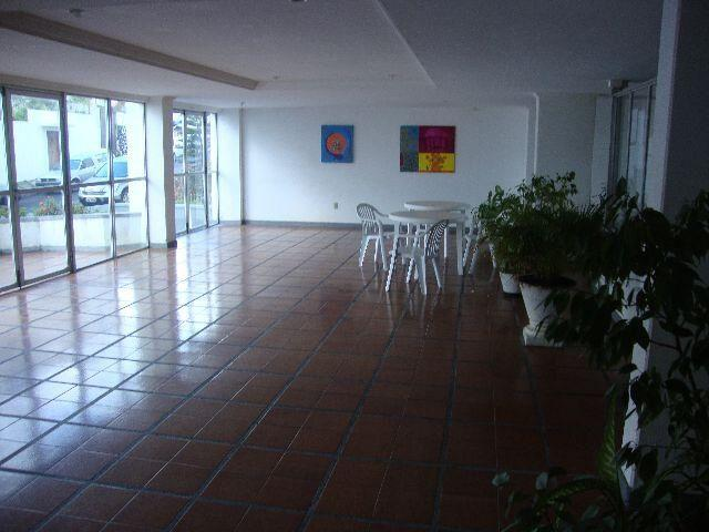 Pituba, av. Magalhães Neto, armários, garagem coberta, elevador