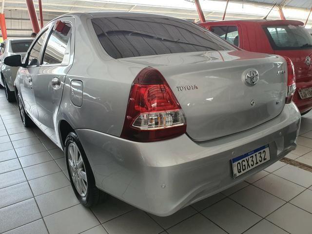 Toyota etios sedam 1.5 top 2020 aceito troca - Foto 4