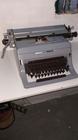 Máquina de escrever antiga  - Foto 4