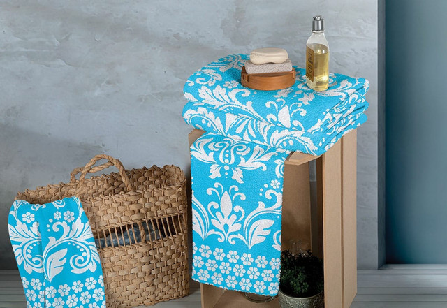Cama,mesa e banho