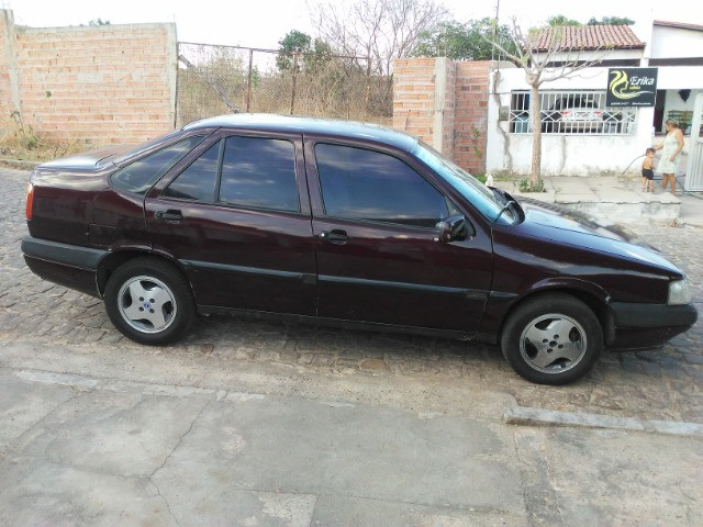 Fiat tempra bem cuidado,pra quem gosta de carro antigo original.
