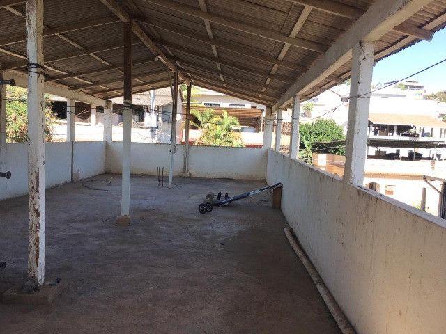 Vendo casa grande com varanda e Terraço - Foto 18