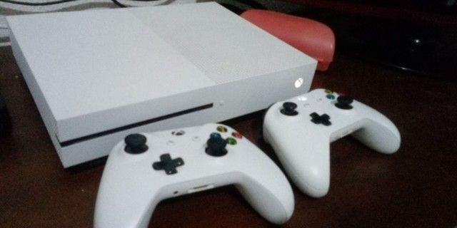 Xobx One S + 2 Controles+ jogos....1700,00 - Foto 3