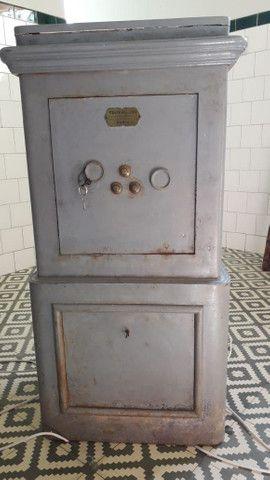 Cofre antigo de ferro (de piso e pesado). Raridade!