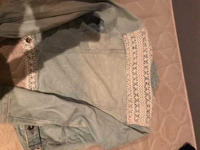 Jaqueta jeans com bordado  - Foto 5