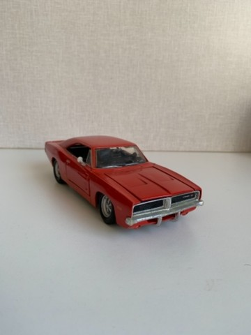 Carro miniatura Dodge Charger R/T
