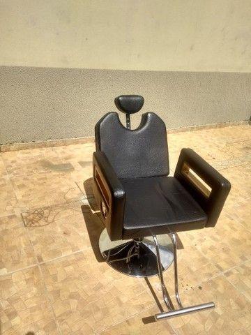 Cadeira de barbeiro reclinável e Bancada com luminária - Foto 4