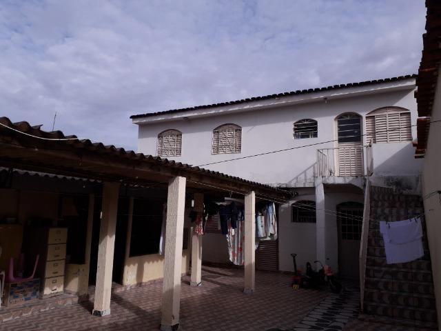 QNC 01 Ótima casa 3 quartos mais sobrado só 580 mil aceita financiamento - Foto 11
