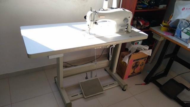 Máquina de costura e overloque