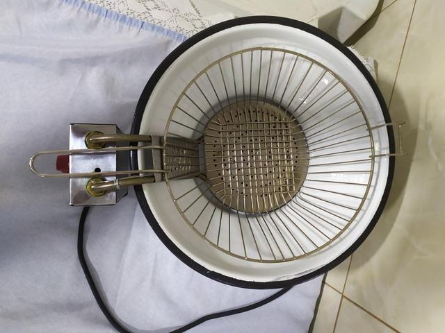 Vendo fritadeira elétrica 220 V - Foto 6