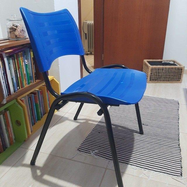 Cadeira  Plástica Empilhada - 2 unidades - Foto 3