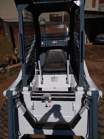 Bob cat, engate rápido vem com concha e paleteira, motor com 4 h de uso,Agrale dois pintao - Foto 2