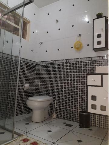 QNC 01 Ótima casa 3 quartos mais sobrado só 580 mil aceita financiamento - Foto 15