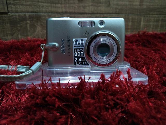 Máquina Nikon ISO 800 2.4 LCD - Foto 2