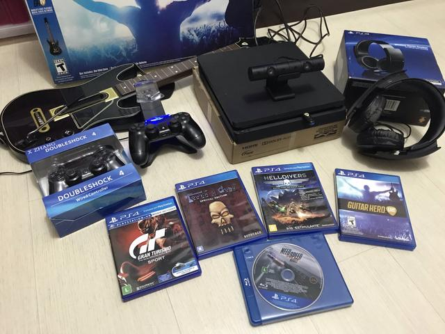 Ps4 slim 1TB 5 games fisicos 2 controles, camera, guitarra e acessórios
