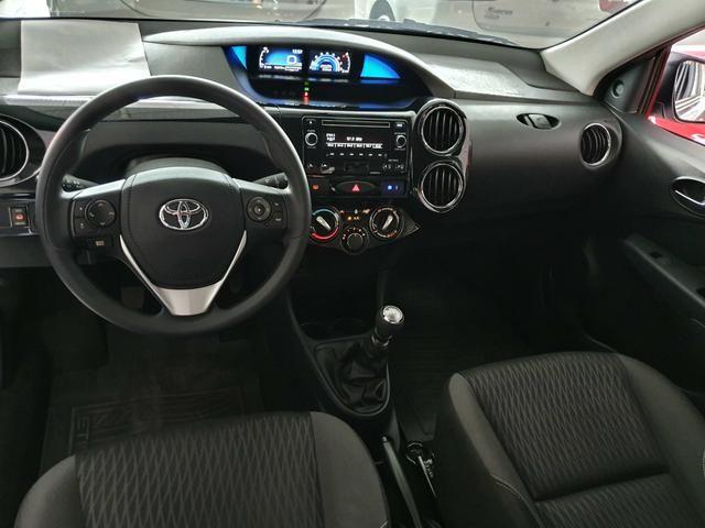Toyota etios sedam 1.5 top 2020 aceito troca - Foto 10