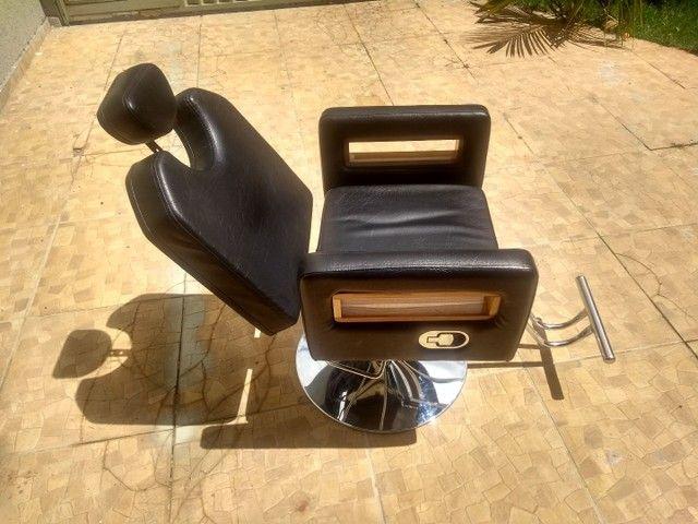 Cadeira de barbeiro reclinável e Bancada com luminária - Foto 5