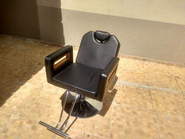 Cadeira de barbeiro reclinável e Bancada com luminária