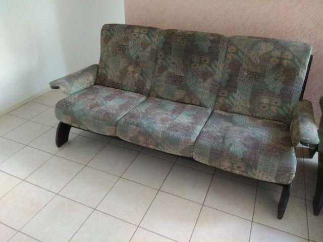 Vendo sofá retrô, três lugares.