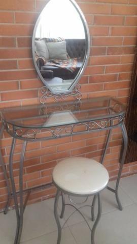 Penteadeira de ferro e vidro com espelho e banqueta - Foto 4
