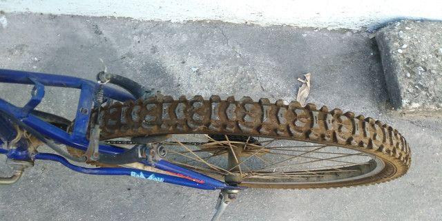 Vendo ou troco bicicleta aro 26 com marcha - Foto 2
