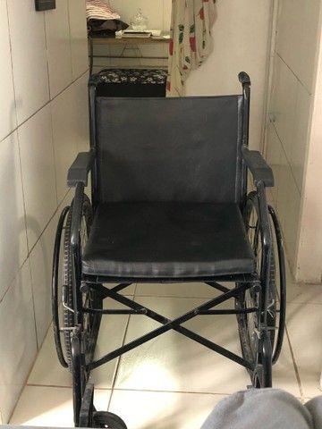 Vende-se Cadeira de Rodas - Foto 2