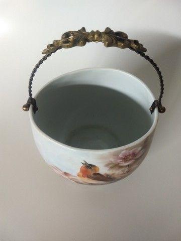 Cachepot em Porcelana com alça em Metal Amarelo - Foto 4